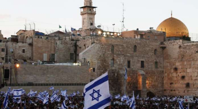 Israelis celebrate Jerusalem Day (Yom Yerushalayim), marking the reunification of the city, at the Western Wall in June 2011. Credit: Nicky Kelvin/Flash90.