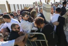 Members of the Reform movement and Hebrew Union College confront police and security guards while trying to enter a mixed men and women prayer area at the public square in front of the Western Wall in Jerusalem's Old City, Nov. 16, 2017.