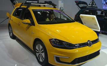 2018 Volkswagen e-Golf photographed in Canada inside the 2018 Montréal International Auto Show. Credit: Bull-Doser/Wikimedia Commons.