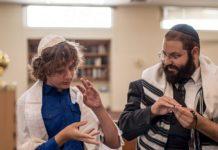 Rabbi Yehoshua Soudakoff, Executive Director, The Jewish Deaf Foundation, working with a student. Courtesy.