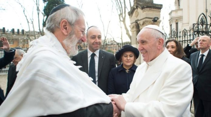 Pope Francis greeting Chief Rabbi Riccardo Shemuel Di Segni on his January 2016 visit to the Synagogue of Rome.