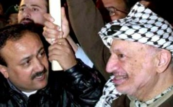 Marwan Barghouti (left) with Yasser Arafat. Photo: IDF.